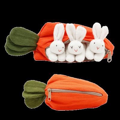 drei Häschen in der Karotte