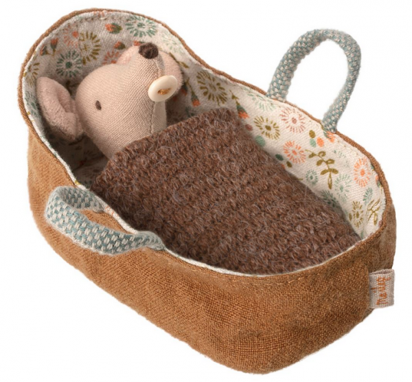 Maileg Mäuse: Baby Mouse in Carrycot